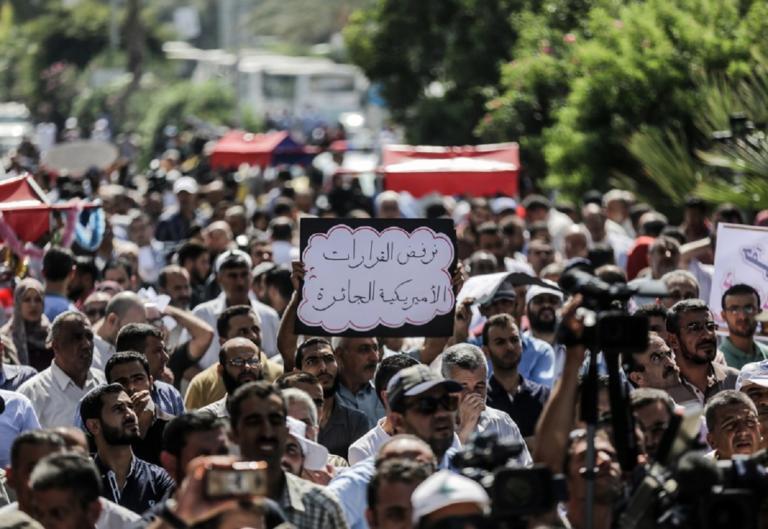 Γάζα: Χιλιάδες κόσμου στις κηδείες των επτά παλαιστινίων | Newsit.gr