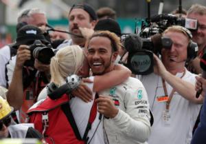 Formula 1 – Χάμιλτον: «Αν δεν υπήρχε η σκληρή δουλειά του πατέρα μου δεν θα ήμουν εδώ»