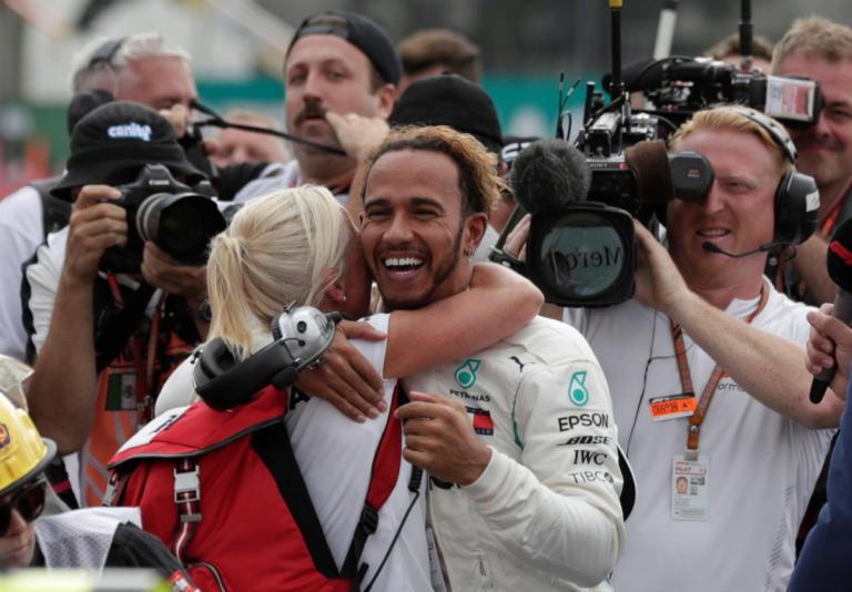 "Formula 1 – Χάμιλτον: ""Αν δεν υπήρχε η σκληρή δουλειά του πατέρα μου δεν θα ήμουν εδώ""   Newsit.gr"