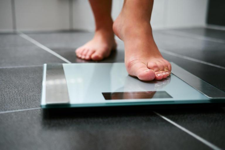 """""""Πόσα κιλά πρέπει να είμαι""""; Οι 3 βασικοί μέθοδοι υπολογισμού για το ιδανικό βάρος"""