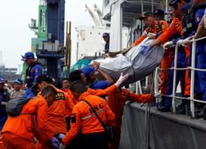 Βρέθηκε η άτρακτος του Boeing που συνετρίβη στην Ινδονησία
