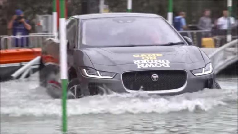 Φοβούνται τα ηλεκτρικά αυτοκίνητα το νερό; [vid] | Newsit.gr