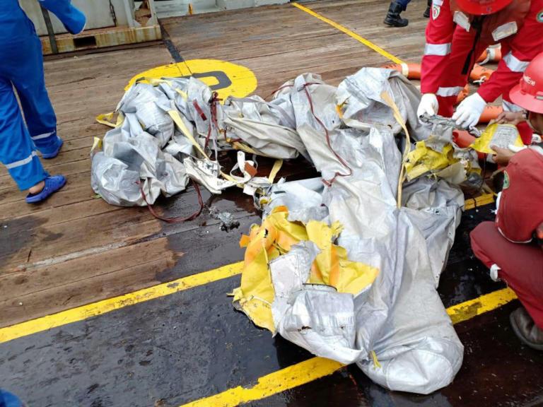 Ινδονησία: Πιθανότατα νεκροί όλοι όσοι βρίσκονταν στο αεροπλάνο της Lion Air | Newsit.gr