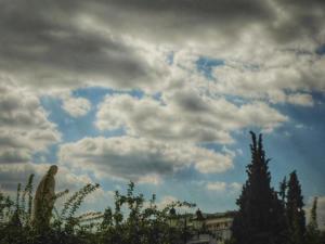 Καιρός: Βοριάδες έως 8 μποφόρ και τοπικές βροχές