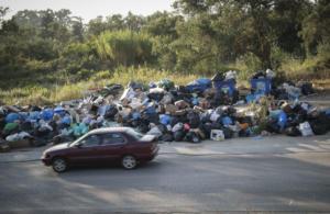 Κέρκυρα: Τα σκουπίδια «πνίγουν» το νησί – Αποχή μαθητών σε σχολείο – Αφόρητη δυσοσμία παντού!