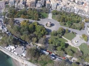 Η μεγαλύτερη πλατεία των Βαλκανίων είναι σε ελληνικό νησί