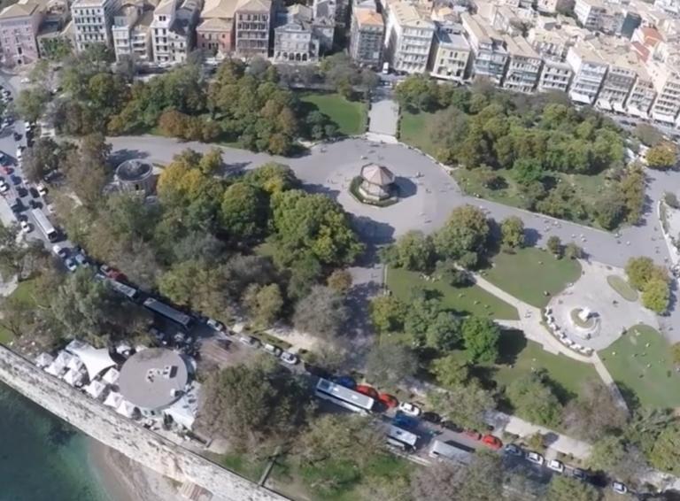 Η μεγαλύτερη πλατεία των Βαλκανίων είναι σε ελληνικό νησί | Newsit.gr