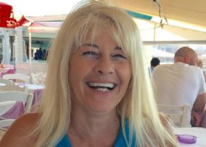 Ηράκλειο: Σοκάρει το βίντεο ντοκουμέντο της δολοφονίας στην καφετέρια – Η Μαρίνα Τζωρμπατζάκη ανέβηκε στο ψυγείο για να γλιτώσει!