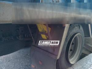Απίστευτο! Σιδερένιος τάκος από λάστιχο φορτηγού πετάχτηκε και τραυμάτισε γυναίκα!