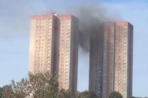 Φωτιά σε συγκρότημα κατοικιών στο Λιντς – video