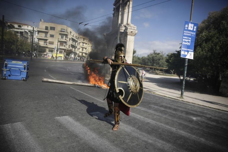 """Επεισόδια: """"Τρέλα"""" με τον… Λεωνίδα στους Στύλους του Ολυμπίου Διός! [pics]   Newsit.gr"""