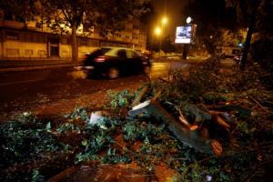 «Σαρώνει» την Πορτογαλία η τροπική καταιγίδα Λέσλι! Εκατοντάδες χιλιάδες χωρίς ρεύμα