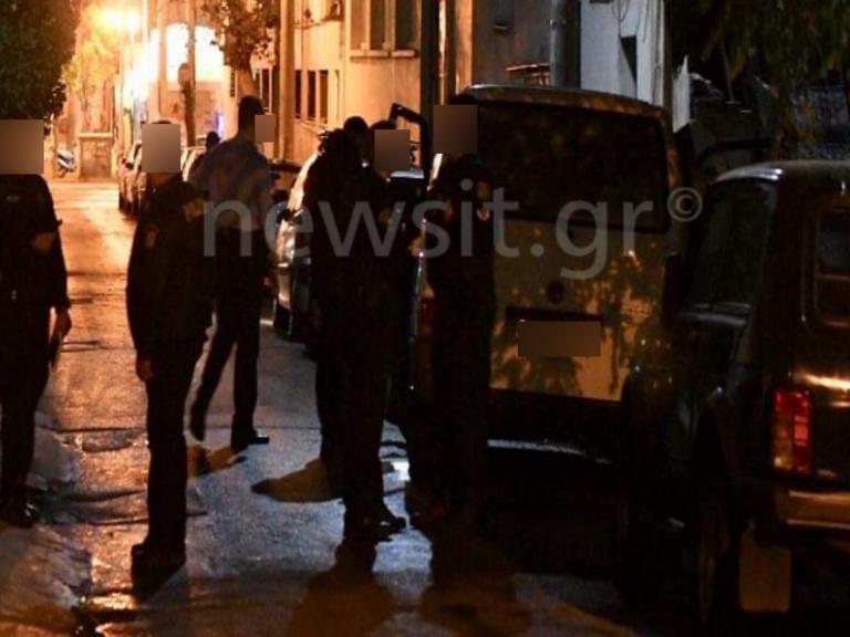 Πειραιάς: Βρέθηκε καμένο λευκό βαν και καλάσνικοφ! [pics]   Newsit.gr