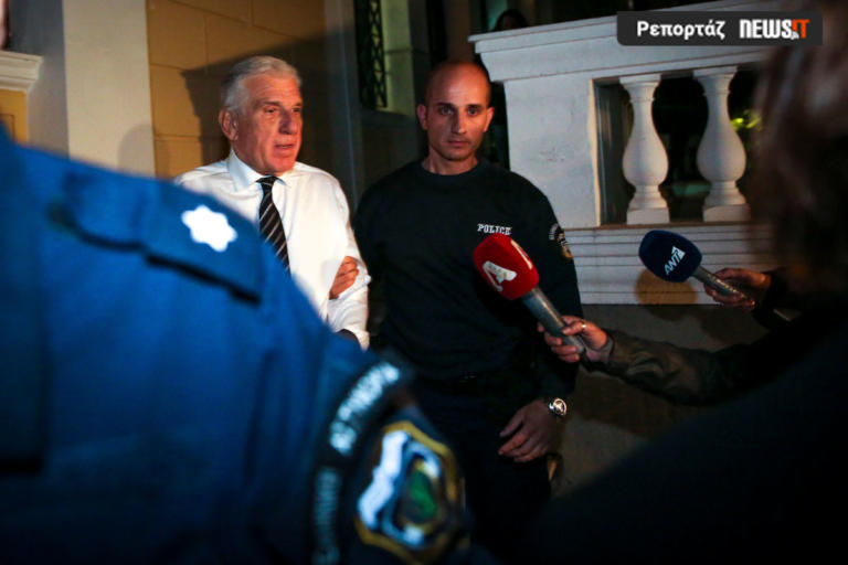 «Επισκέφθηκα τον Παπαντωνίου στην φυλακή – Είναι ψύχραιμος και αυτός και η γυναίκα του» | Newsit.gr