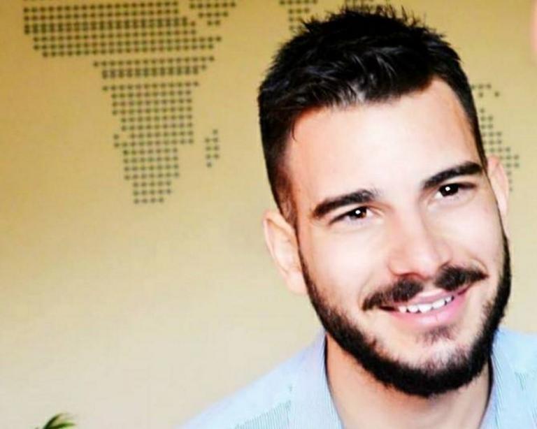 Υπαστυνόμος Λώλης: Θα φιλιέμαι με όποιον θέλω και όπου θέλω | Newsit.gr