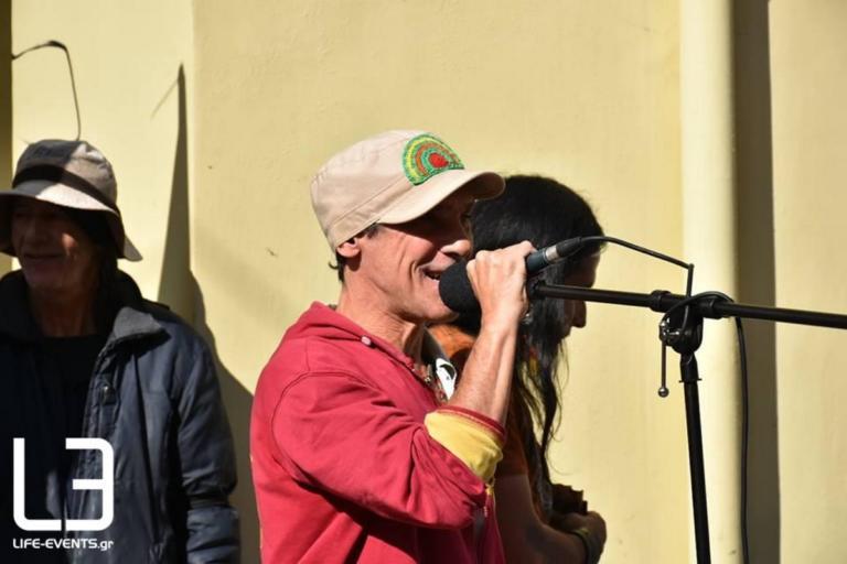 Θεσσαλονίκη: Ο Μανού Τσάο στη διαμαρτυρία για την μουσικό   Newsit.gr