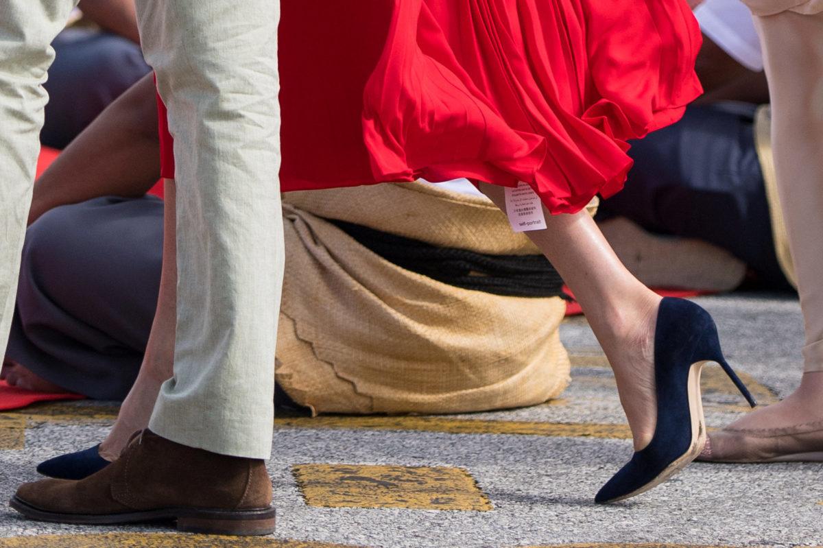 Ρε συ Μέγκαν, ξέχασες το ταμπελάκι στο φόρεμα | Newsit.gr