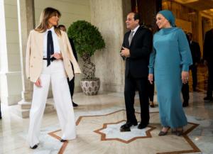"""""""Αλ Σίσι… καρφώθηκες""""! Άλλος ένας ηγέτης """"θύμα"""" της Μελάνια Τραμπ – Pics, video"""