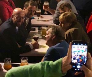 Για μπύρα και τηγανητές πατάτες βγήκαν στις Βρυξέλλες Μέρκελ και Μακρόν – video