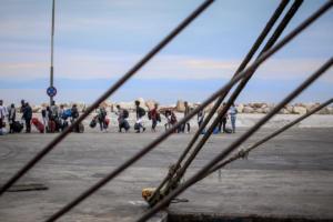 Αναχώρησαν από την Μυτιλήνη 104 μετανάστες που αιτούνται άσυλο