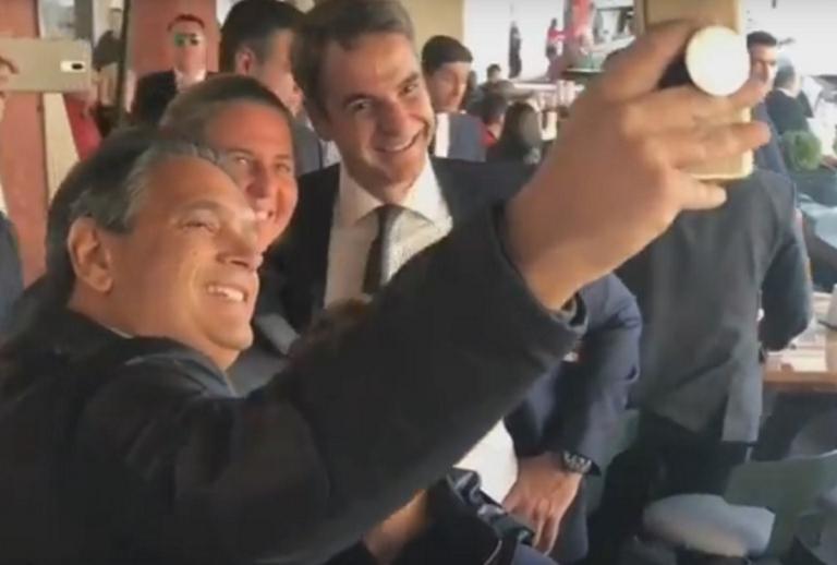 Κυριάκος Μητσοτάκης: Η σέλφι στη Θεσσαλονίκη και η συζήτηση για το ποδόσφαιρο | Newsit.gr