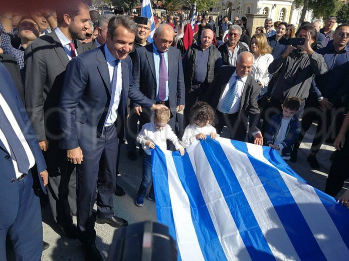 Κρήτη: Οι αγκαλιές του Κυριάκου Μητσοτάκη στους μικρούς σημαιοφόρους – Το μήνυμα του προέδρου της ΝΔ [pics]   Newsit.gr