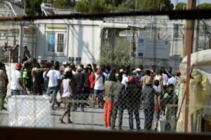 Λέσβος: Ξεσηκωμός μεταναστών στη Μόρια – Κατευθύνονται με πορεία στην καρδιά της Μυτιλήνης!