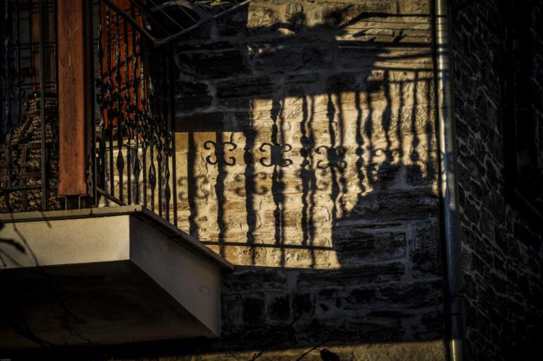 Θεσσαλονίκη: Άνδρας έπεσε από τον τρίτο όροφο! | Newsit.gr