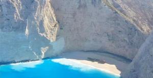 Ζάκυνθος: Άλλαξε χρώμα η θάλασσα στο Ναυάγιο μετά το σεισμό! Video