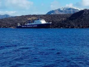Σαντορίνη: Εισροή υδάτων για το φορτηγό πλοίο «Νέαρχος»!
