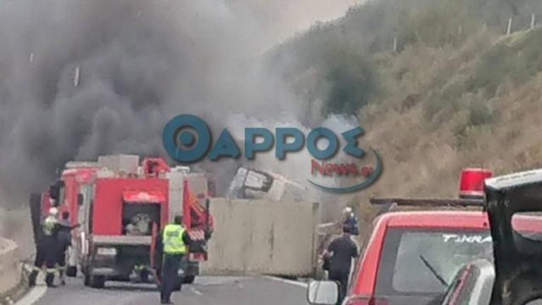 Φλεγόμενη νταλίκα στον αυτοκινητόδρομο Καλαμάτας – Κορίνθου! | Newsit.gr