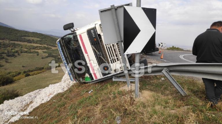 Δομοκός: Ανατροπή νταλίκας τα ξημερώματα | Newsit.gr