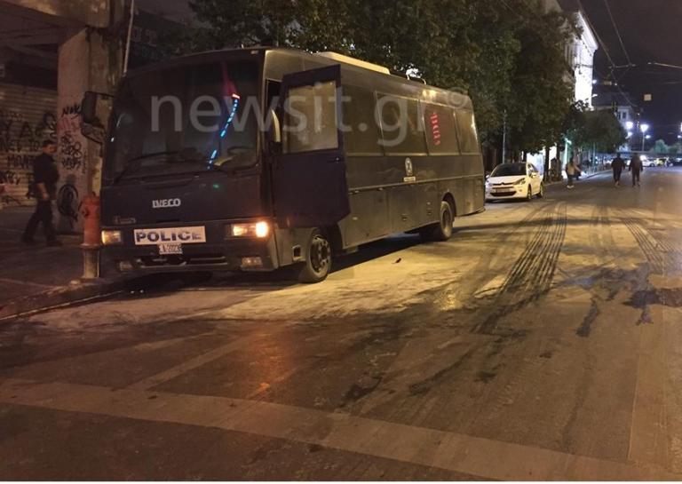 Επίθεση στο ΑΤ Ομονοίας: Αντίποινα για τον θάνατο του Ζακ Κωστόπουλου! Η ανάληψη ευθύνης | Newsit.gr