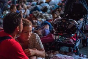 ΟΗΕ: Πάνω από 7.000 μετανάστες κατευθύνονται από την Ονδούρα προς τις ΗΠΑ [pics]