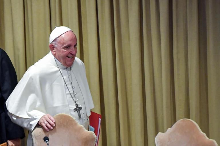 Ατύχημα για τον Πάπα Φραγκίσκο | Newsit.gr