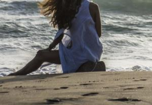"""Ρόδος: Έκανε αίτημα φιλίας στον βιαστή της – """"Έζησα στιγμές κόλασης στην παραλία χωρίς προφυλάξεις""""!"""