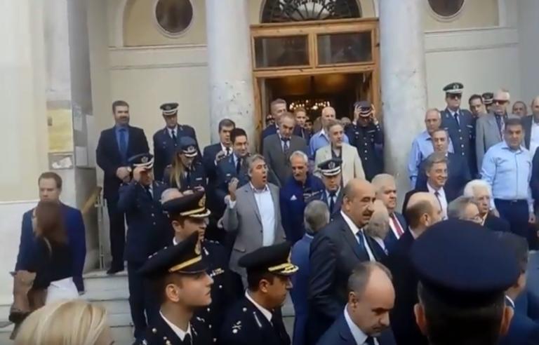 Πάτρα: Φραστική επίθεση κατά του Νίκου Νικολόπουλου έξω από τη Μητρόπολη – Video | Newsit.gr