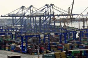 Bloomberg: Ο Πειραιάς εξελίσσεται στο κορυφαίο λιμάνι της Μεσογείου και της Ευρώπης