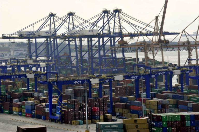 Bloomberg: Ο Πειραιάς εξελίσσεται στο κορυφαίο λιμάνι της Μεσογείου και της Ευρώπης | Newsit.gr