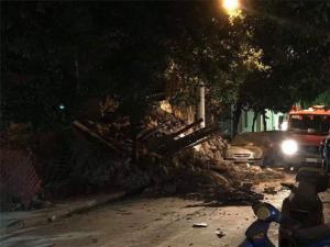 Κατέρρευσε κτίριο στον Πειραιά! Φωτογραφίες από το σημείο
