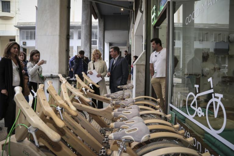 Αθήνα: Εγκαινιάστηκαν και επαναλειτουργούν 7 καταστήματα στην Πλατεία Θεάτρου [pics] | Newsit.gr