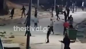 Θεσσαλονίκη: Το βίντεο ντοκουμέντο των επεισοδίων σε κέντρο φιλοξενίας προσφύγων – Μαχαιρώματα και πετροπόλεμος!