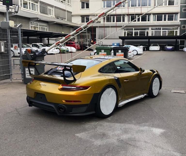 Δεν θα πιστέψετε πόσο κοστίζει το χρώμα αυτής της Porsche! [pics] | Newsit.gr