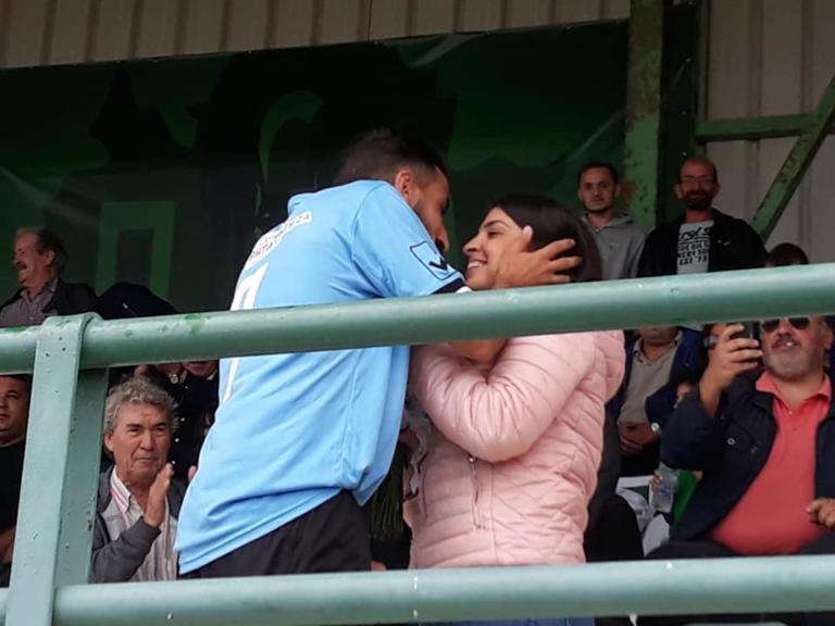 Φοβερή πρόταση γάμου από ποδοσφαιριστή! Η έκπληξη στην αγαπημένη του – video   Newsit.gr