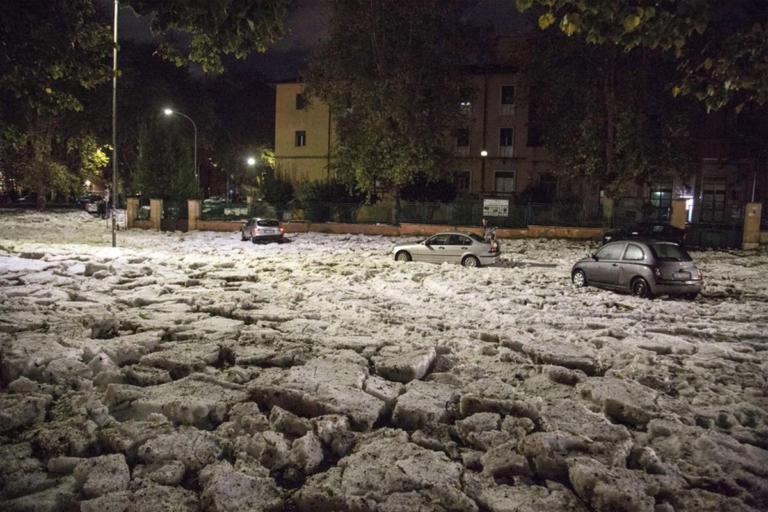 Χαλαζόπτωση μαμούθ στη Ρώμη – Βυθίστηκαν τα πάντα κάτω από το χαλάζι [video] | Newsit.gr