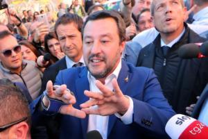 """Ιταλία: Χιλιάδες κόσμου στους δρόμους φώναξαν """"όχι στον Σαλβίνι και στον ρατσισμό"""""""