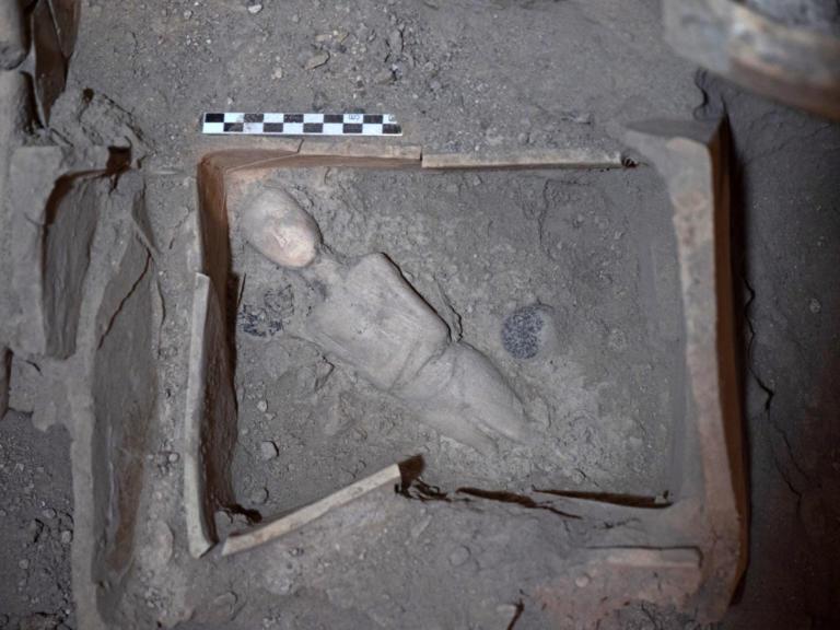 Σαντορίνη: Στο φως νέοι αρχαιολογικοί θησαυροί – Το μαρμάρινο γυναικείο ειδώλιο που εντυπωσιάζει [pics] | Newsit.gr