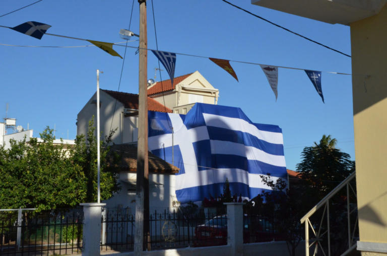 Η ελληνική σημαία των 140 τετραγωνικών που εντυπωσιάζει στη Νέα Κίο [pics] | Newsit.gr