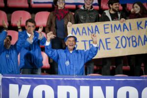 Πανό «έπος» στο Φινλανδία – Ελλάδα! Το μήνυμα του Έλληνα στη μάνα του [pics]