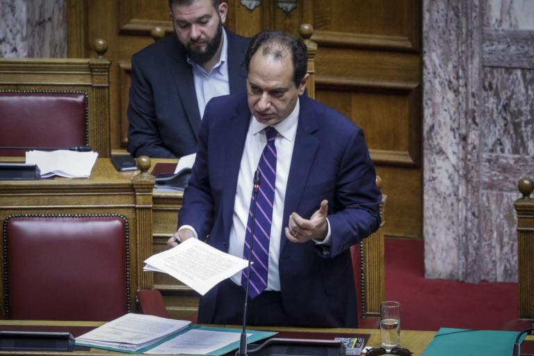 Βουλή: Βαριές κουβέντες και άγριος καυγάς μεταξύ Σπίρτζη και Μανιάτη | Newsit.gr